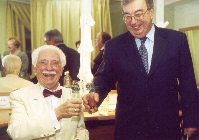 За кулисами Зала им. Чайковского, 1999: Олег Лундстрем и тогдашний председатель правительства РФ Евгений Примаков