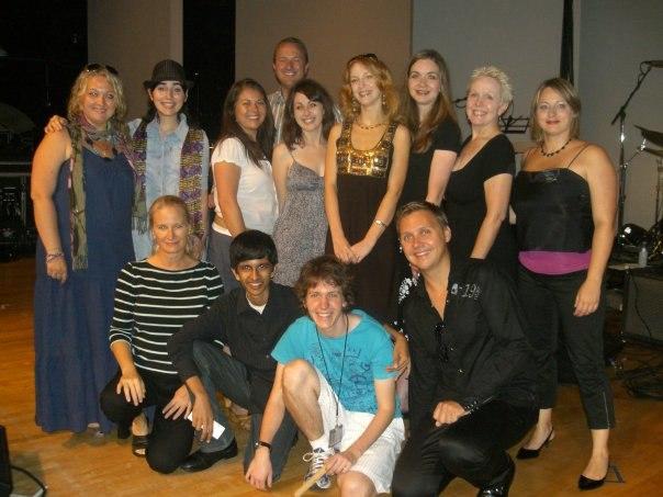 Группа слушателей летнего вокального лагеря в Лос-Анджелесе (автор - 4-я справа в верхнем ряду)