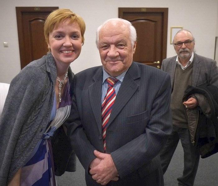 Фото на память: Анна Бутурлина и Владимир Борисович Фейертаг. На заднем плане автор материала торопит музыкантов на поезд.