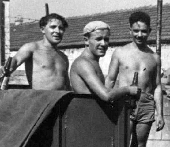 Онуфрий Козлов, Виктор Деринг и Олег Лундстрем в шанхайском порту. Во время японской оккупации оркестр не работал, пришлось зарабатывать на грузовых работах.