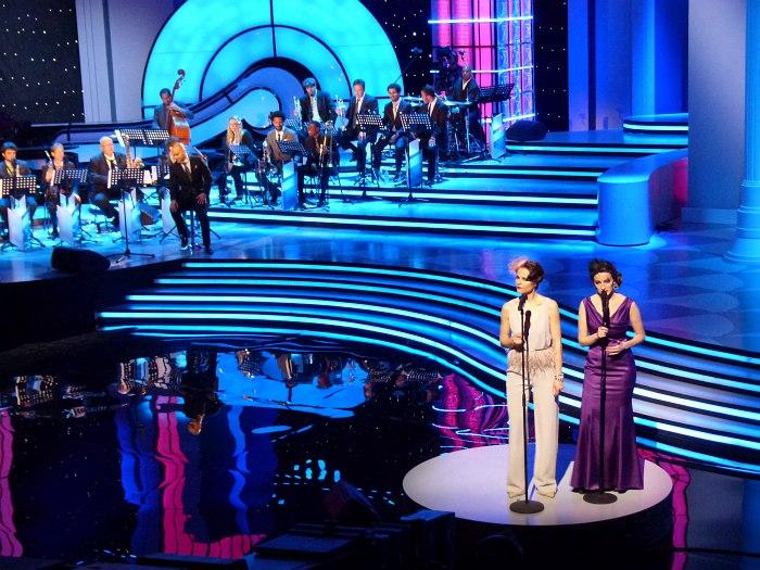 Алина Ростоцкая (внизу справа) на съёмках телешоу «Большой джаз», 2013 (фото © Кирилл Мошков, «Джаз.Ру»)