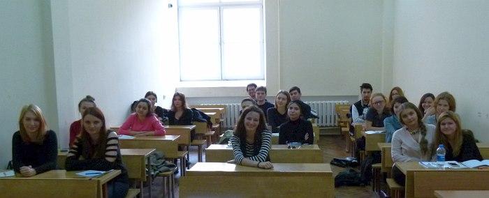Алина Ростоцкая (в центре) и авторы интервью, ноябрь 2014