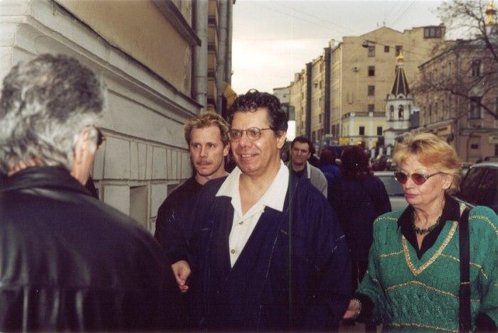 Чик Кориа в Москве на Никитской улице, возле Московской консерватории, 2001 (фото © Павел Корбут)