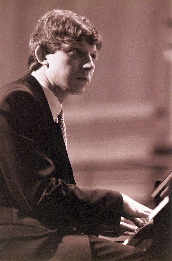 1999. Яков Окунь на сцене Московской Консерватории. Фото © Павел Корбут