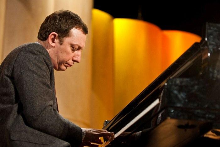 Яков Окунь в концертном зале Академии им. Гнесиных, 2012 (фото © Павел Корбут)