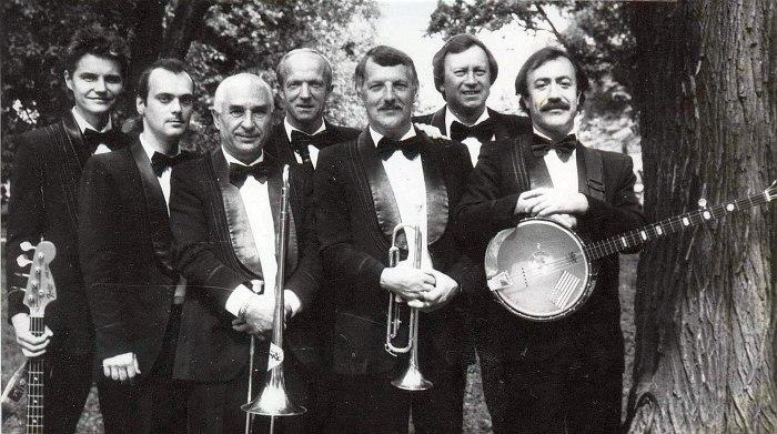 Диксиленд Алексея Канунникова, 1990-е (Юрий Соболев - второй слева)