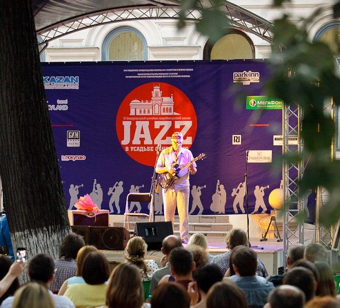 Энвер Измайлов на сцене фестиваля «Джаз в усадьбе Сандецкого»
