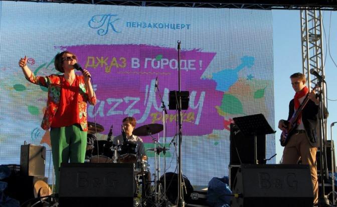 Сцена Jazz May под открытым небом: квартет Анны Лукшиной