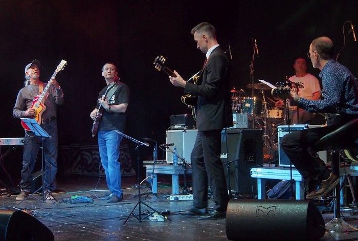 Три гитары: Виктор Колесов, Тим Дорофеев, Николай Куликов