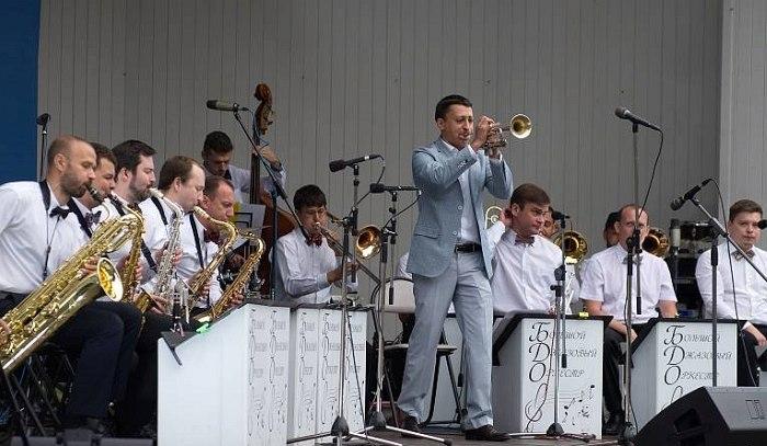 Большой Джазовый Оркестр (в центре - Пётр Востоков), фото © Сергей Родионов