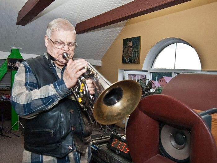 Герман Лукьянов в домашней студии (фото: Павел Корбут, 2011)