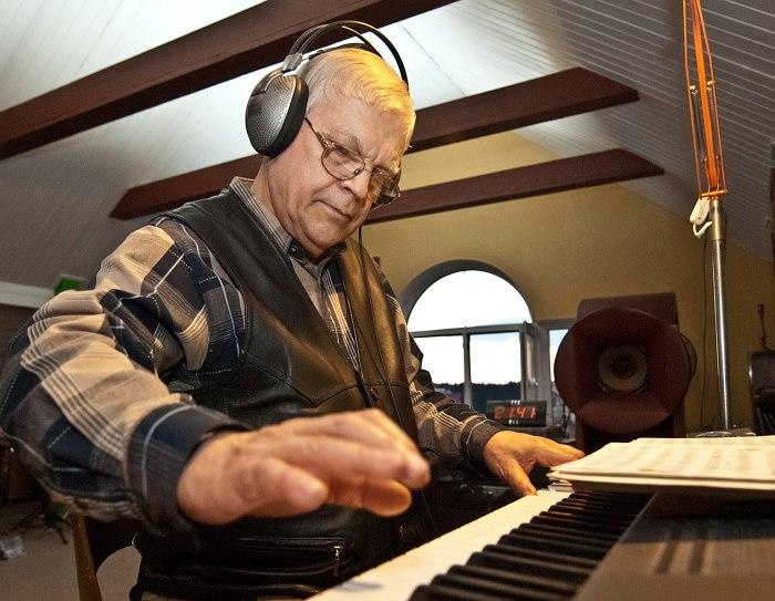 Герман Лукьянов в своей домашней студии, 2011 (фото: Павел Корбут)