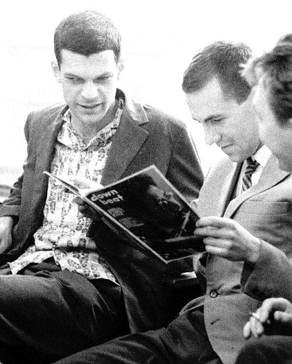 1966. Герман Лукьянов обсуждает с коллегами свежий номер DownBeat с Чарлзом Ллойдом на обложке (фото: Владимир Лучин)