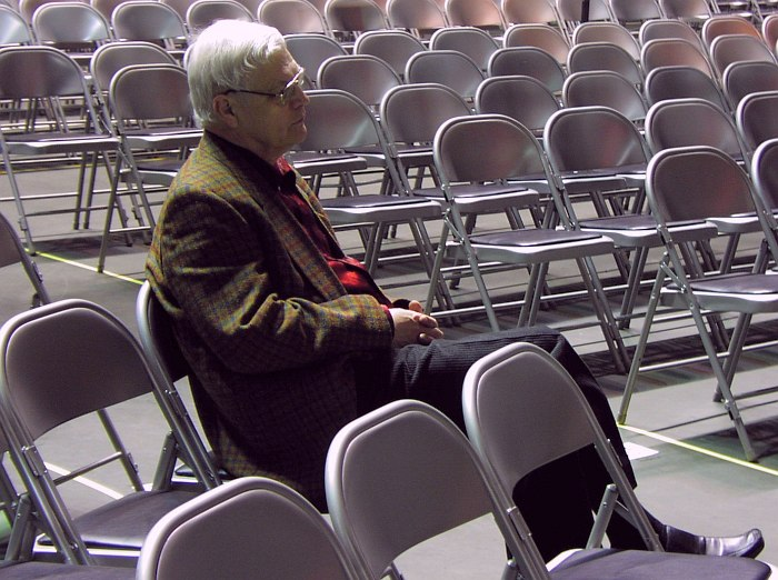 Герман Лукьянов. Ожидание настройки на Фестивале им. Лайонела Хэмптона в США, 2005 (фото: Кирилл Мошков)