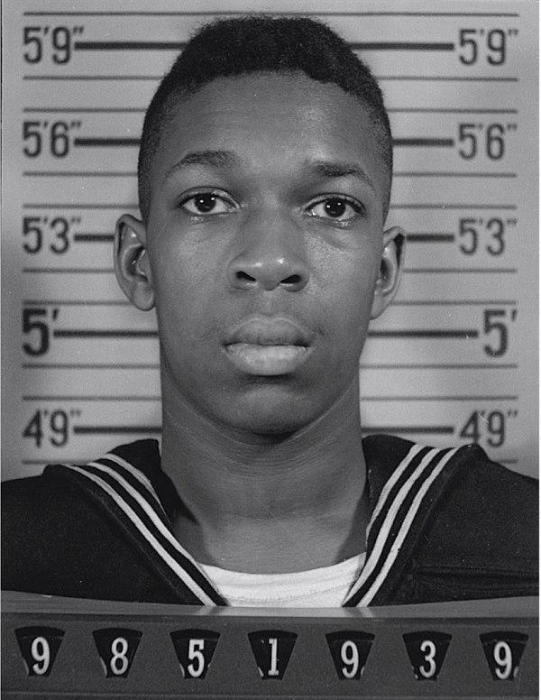 Фото в личном деле матроса ВМФ США Джона Уильяма Колтрейна