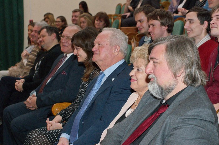 Анатолий Кролл (в центре) в жюри конкурса «Гнесин-джаз» 2015 года