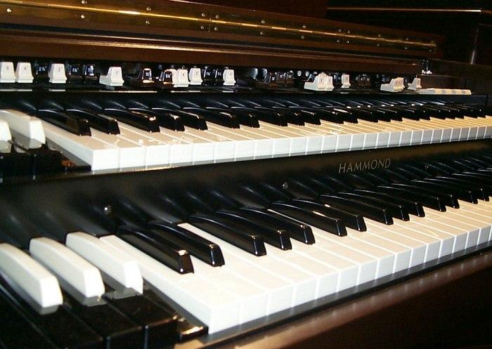 Клавиатура легендарной модели Hammond B3