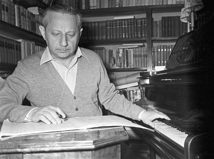 Важнейшее действующее лицо подкаста №719 и первых 20 лет советской джазовой истории: пианист Александр Цфасман (фото 1957)