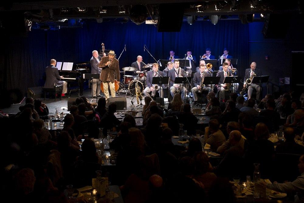 Московский джазовый оркестр с вокалистом Аланом Харрисом в клубе Le Poisson Rouge, Нью-Йорк, январь 2014