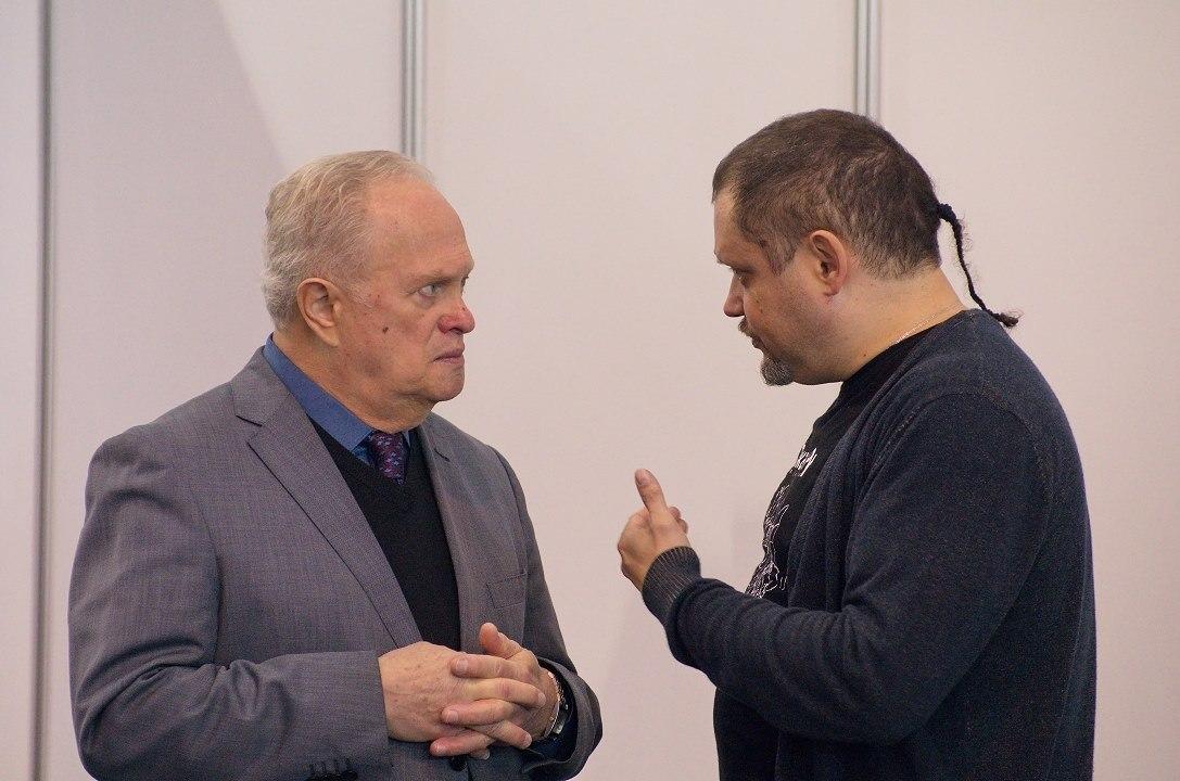 Общение продолжилось и после дискуссии: Анатолий Кролл и Кирилл Мошков