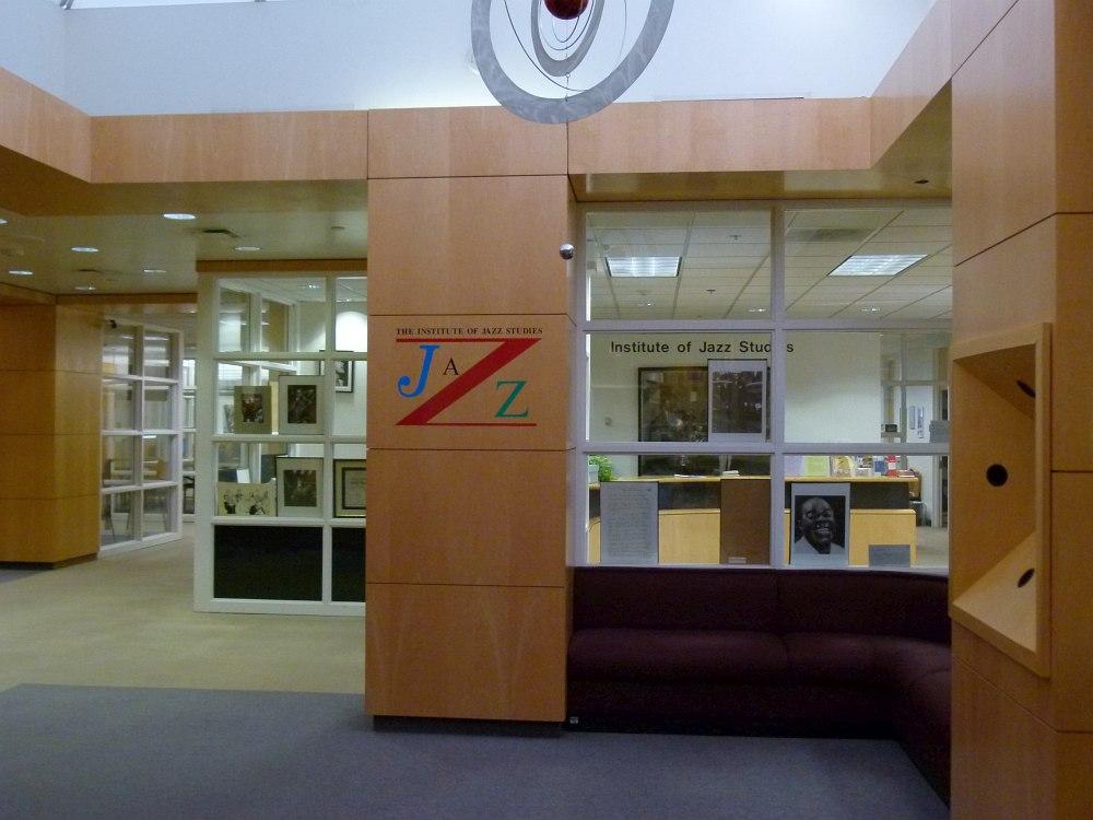 Вход в Институт на 4 этаже университетской библиотеки (фото: Кирилл Мошков, 2012)