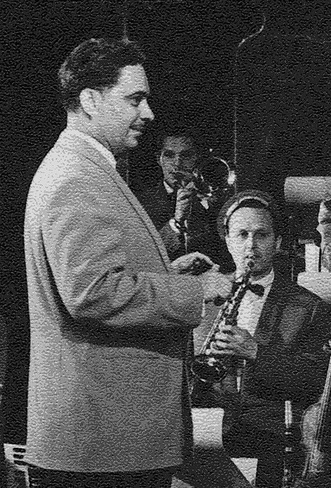 Анатолий Голов и Олег Лундстрем на концерте. 1957 год.