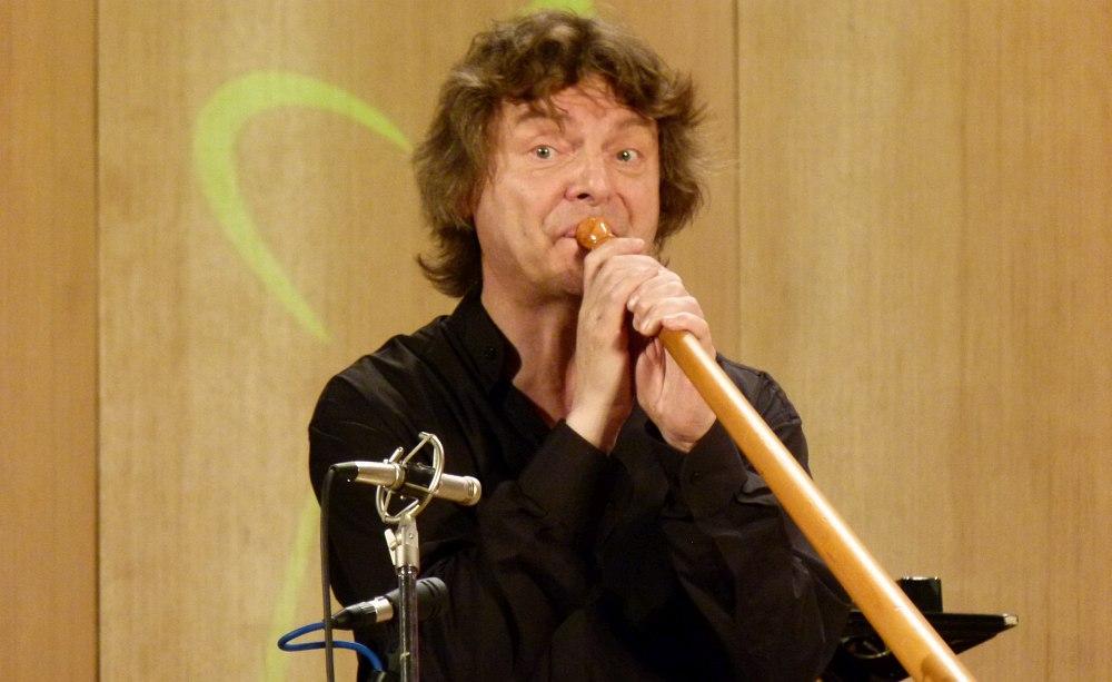 Аркадий Шилклопер дует в рог, 2011