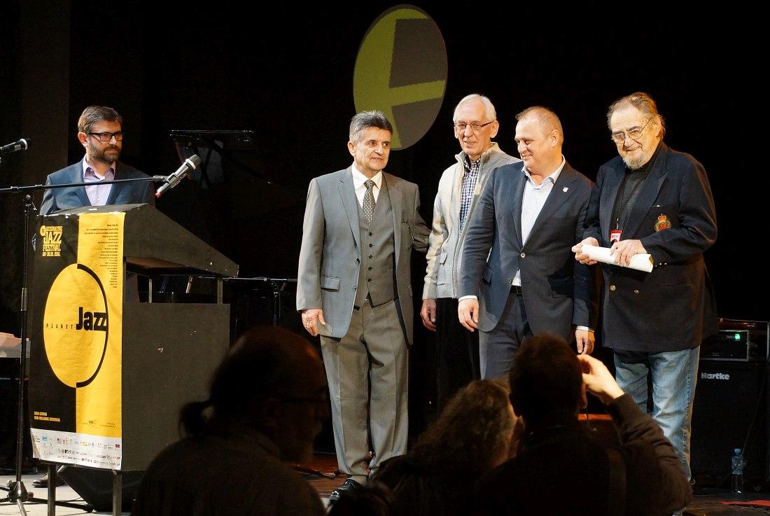 Открытие фестиваля. Крайний справа - Миливое Мича Маркович, ветеран сербского джаза и один из основателей Белградского джаз-фестиваля.
