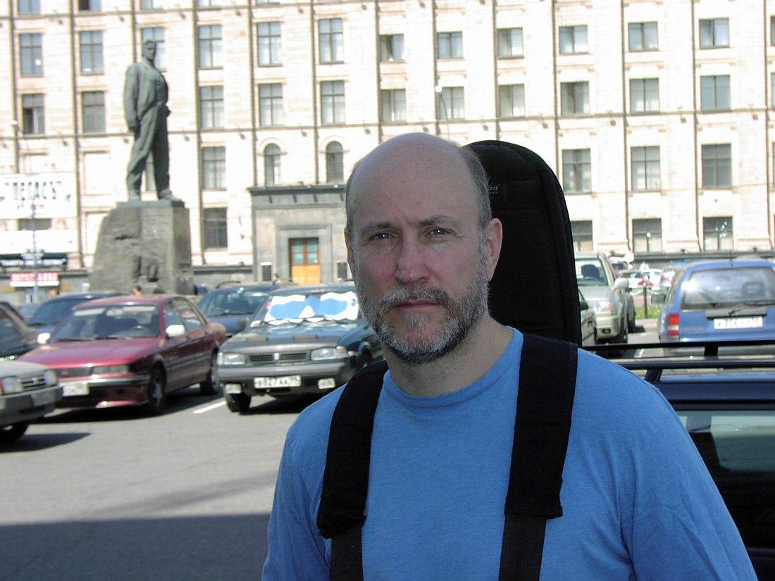 Джон Скофилд на Триумфальной площади в Москве, 27 мая 2003 (фото © Кирилл Мошков, «Джаз.Ру»)