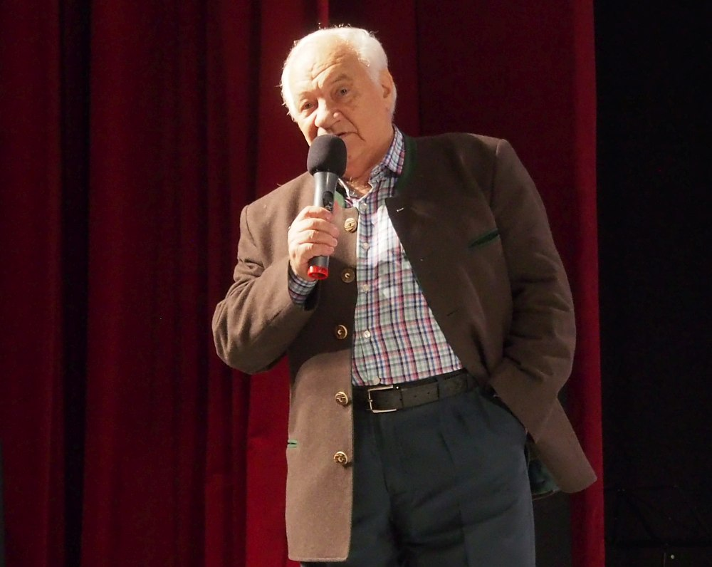 Владимир Фейертаг на сцене Тихвинского фестиваля
