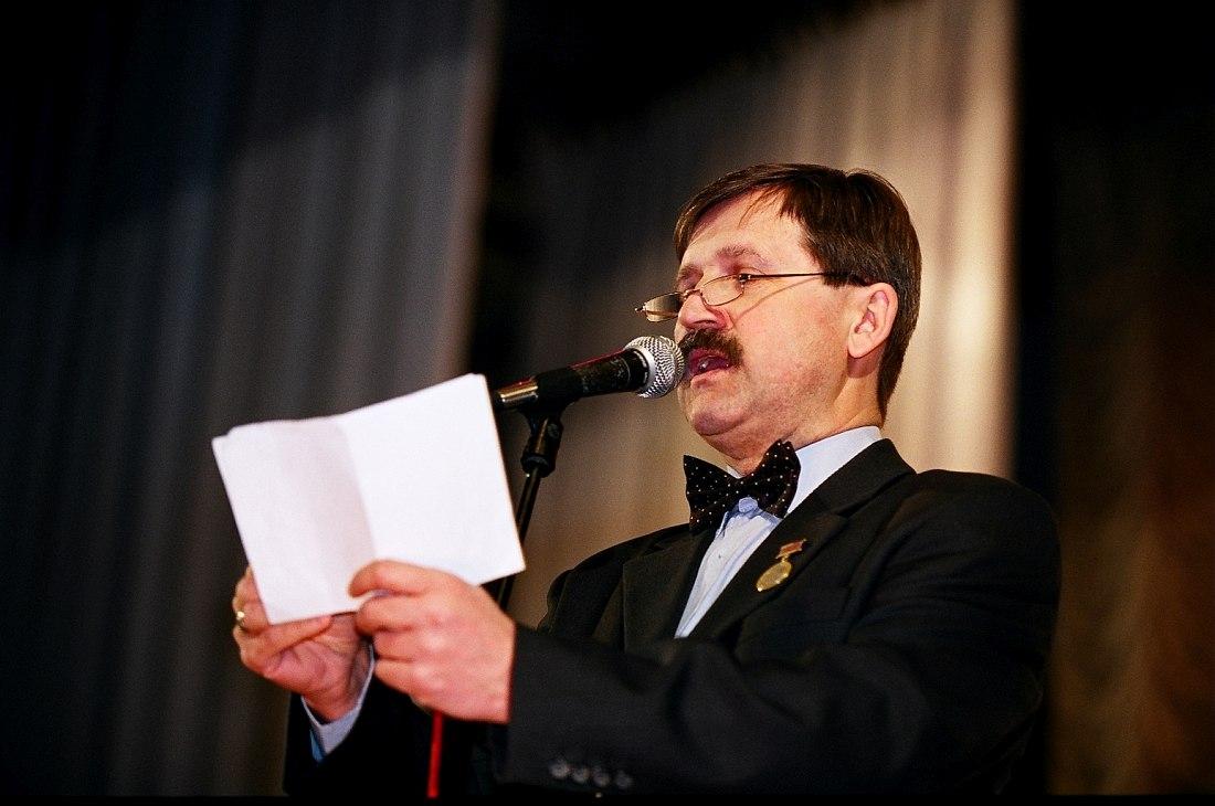 Игорь Гаврилов открывает фестиваль «Джаз над Волгой» 2005 г. (фото © Павел Корбут)