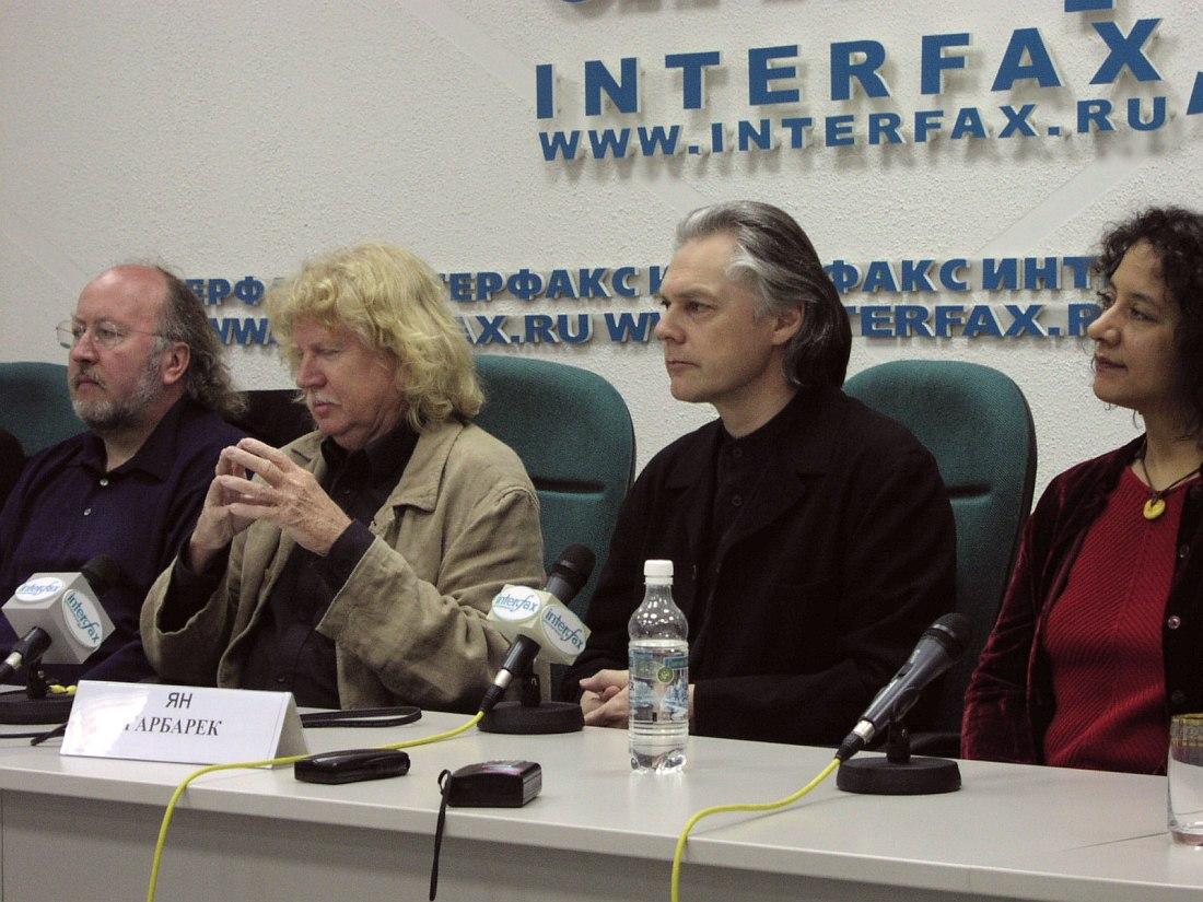 Rainer Brüninghaus, Eberhard Weber, Jan Garbarek, Marilyn Mazur (пресс-конференция в Москве, 2002; фото © Кирилл Мошков, «Джаз.Ру»)