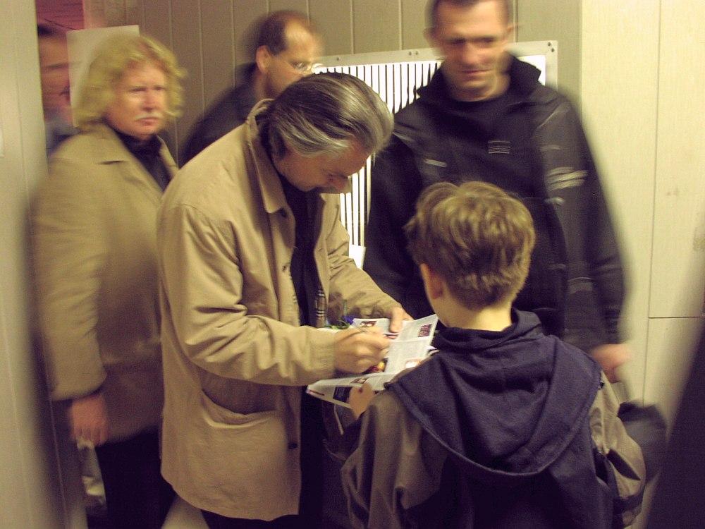 Москва, 2002. Автограф после концерта (фото © Кирилл Мошков, «Джаз.Ру»)
