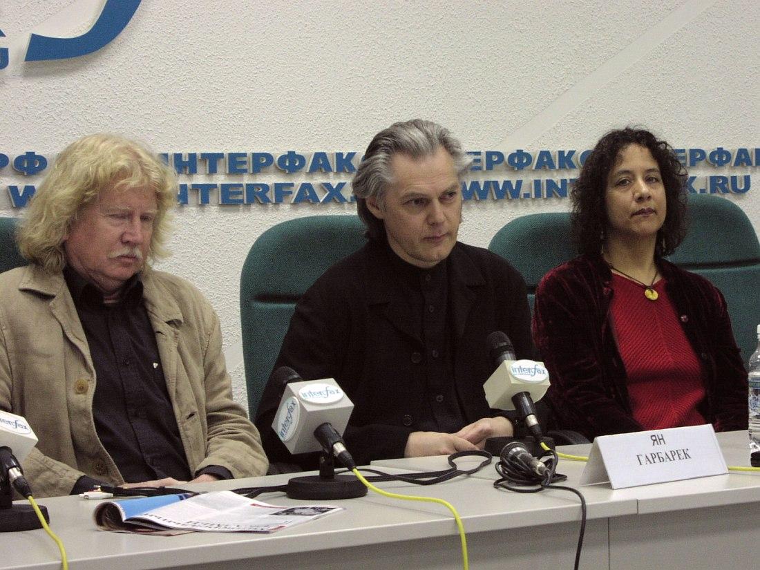 Пресс-конференция в Москве, 2002. Эберхард Вебер, Ян Гарбарек, Мэрилин Мазур (фото © Кирилл Мошков, «Джаз.Ру»)