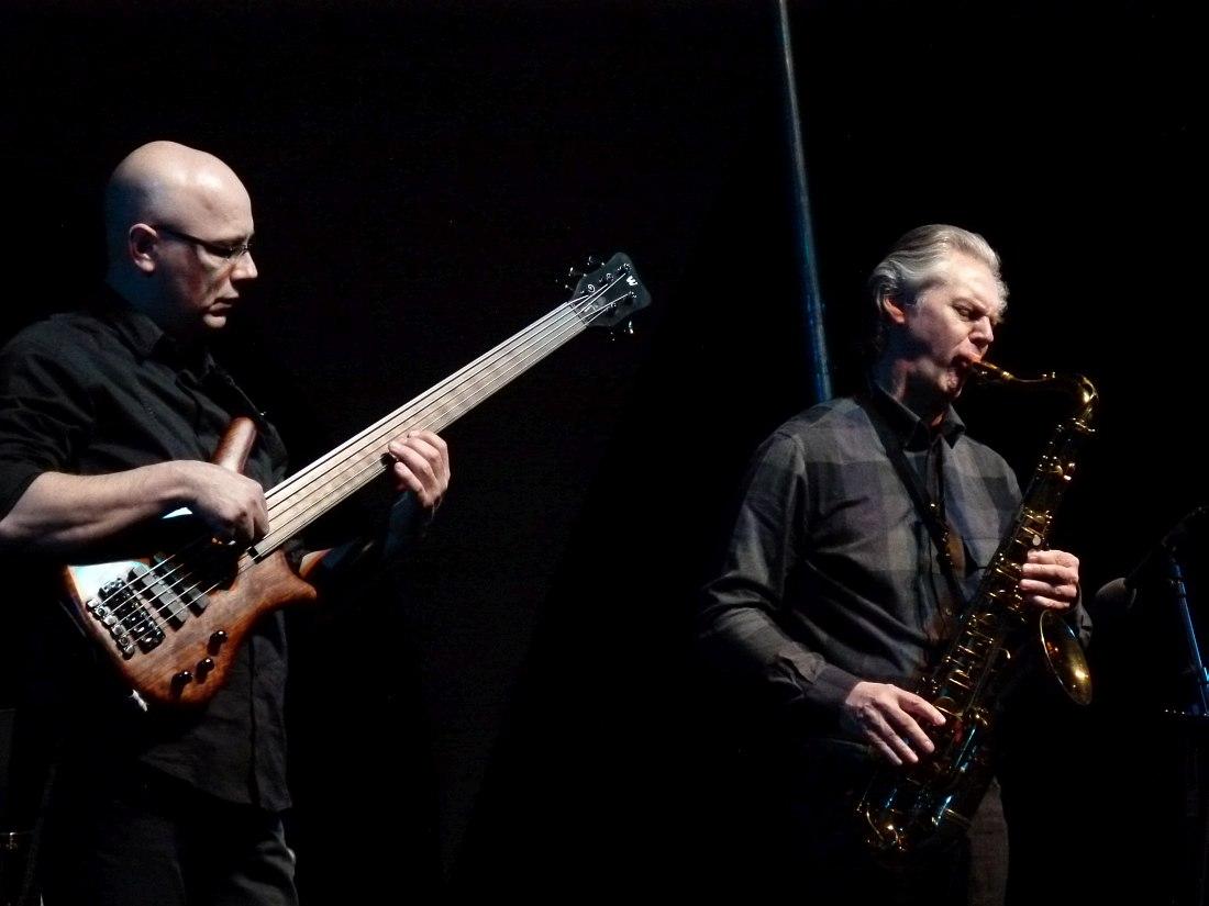 Ян Гарбарек с нынешним басистом Jan Garbarek Group Юрием Даниэлем, на фестивале Jazzkaar в Таллине, 2012 (фото © Кирилл Мошков)