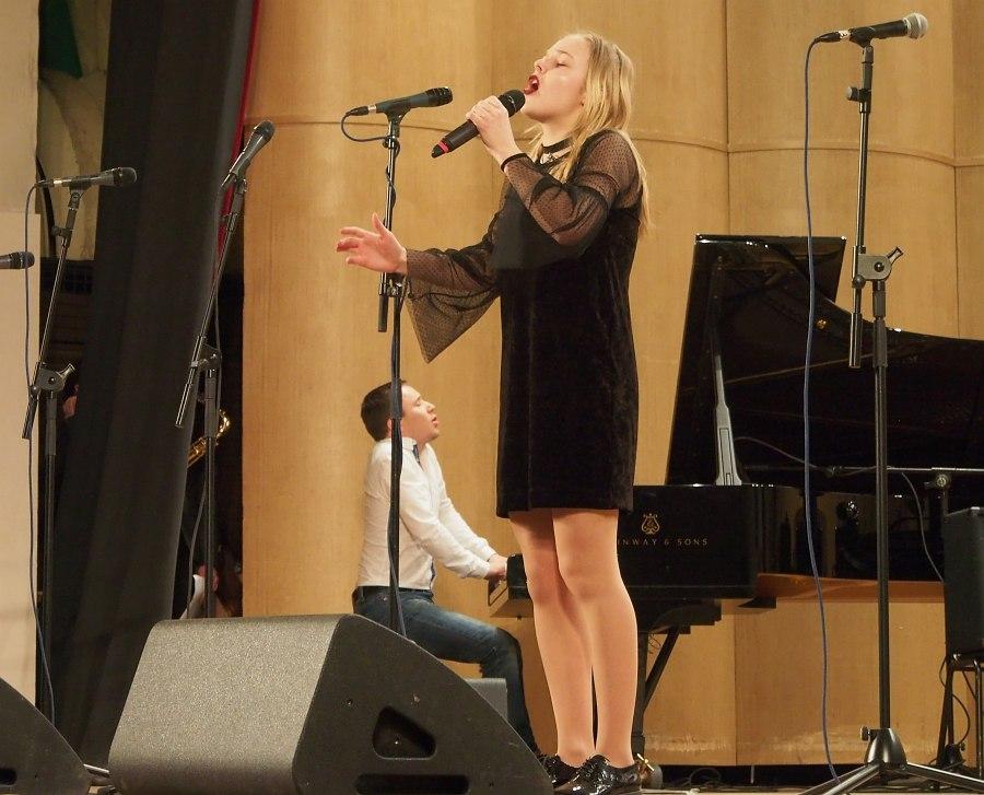 Багарякова Арина (2001), Москва, ДМТ «Домисолька» (категория «Солисты», средняя возрастная группа, I премия)