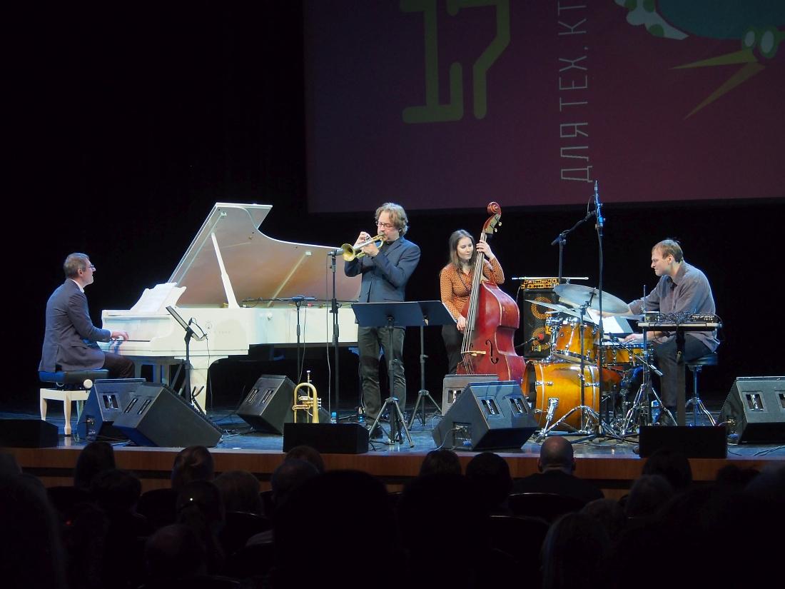 Alex Sipiagin Quartet feat. Ari Hoenig