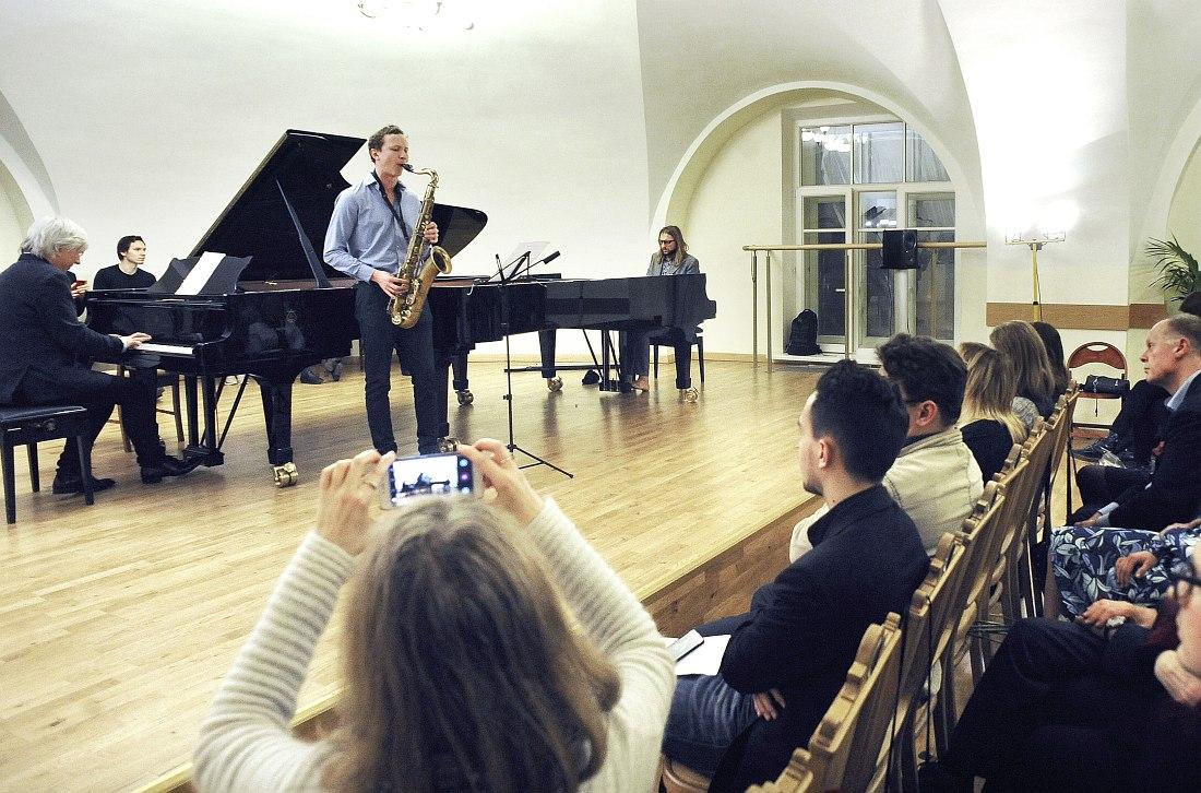 Андрей Кондаков, Дмитрий Семёнов (выпускник Berklee College of Music) и Лешек Можджер