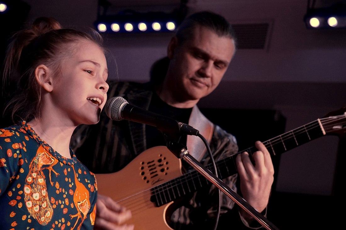 Алеся Кись и её отец — гитарист Виталий Кись