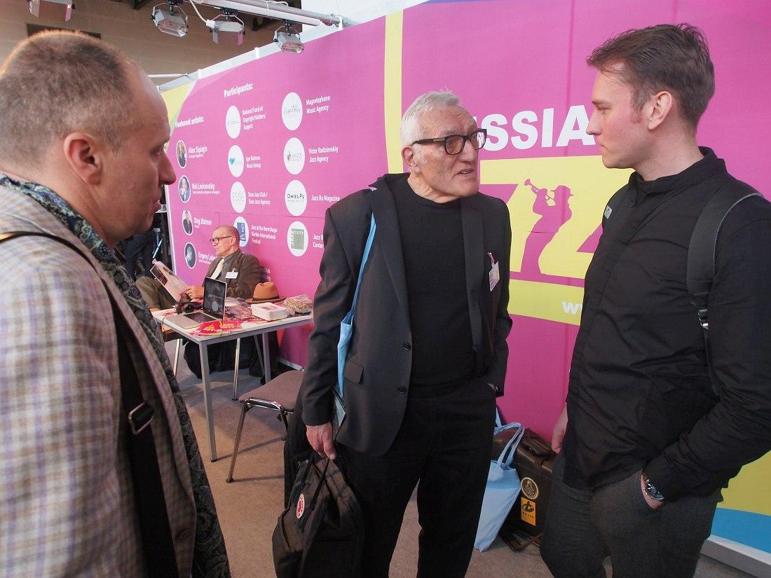 Олег Бутман и Евгений Лебедев общаются с главой авторитетного лейбла Criss Cross Jazz Джерри Тикенсом (в центре)
