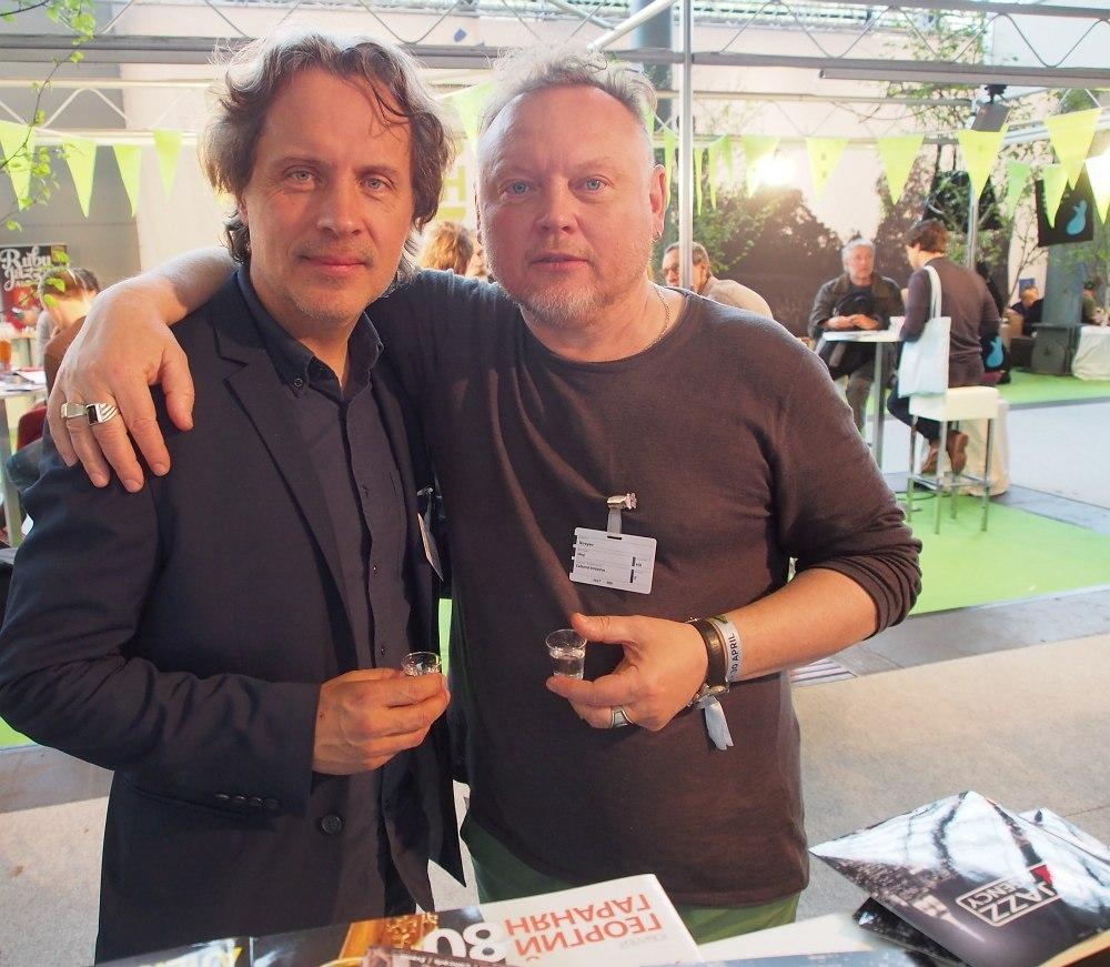 Артист стенда и гость стенда: Алекс Сипягин и саксофонист Олег Киреев