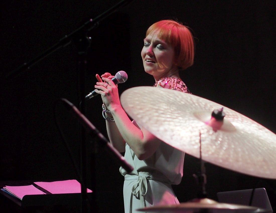 Анна Бутурлина на сцене ЦДХ