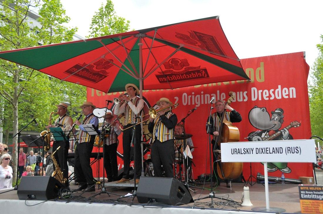 «Уральский диксиленд» на одной из сцен фестиваля