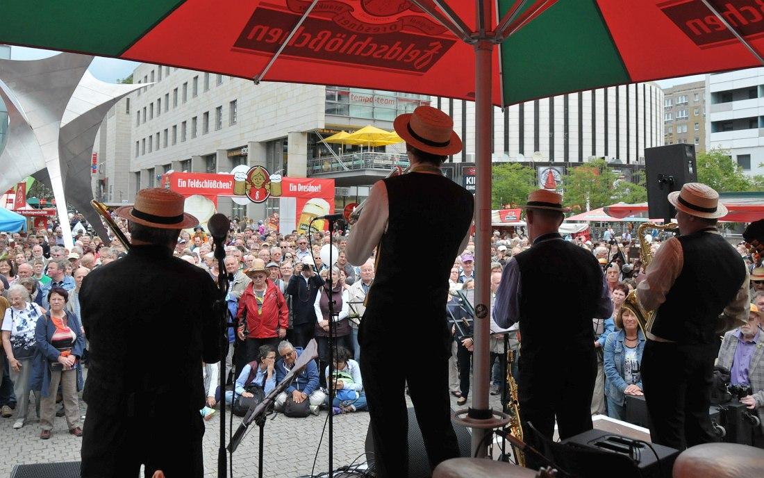 «Уральский диксиленд» на одной из площадок фестиваля в Дрездене