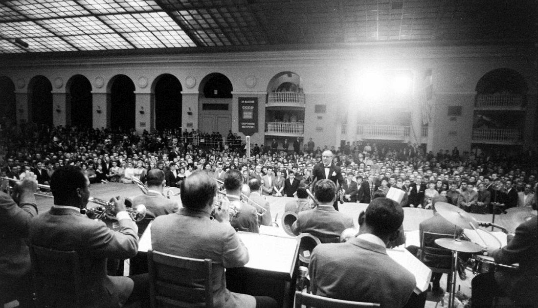 Бенни Гудман и его оркестр перед советскими слушателями (фото: Stan Wayman / Life Magazine © Time Inc.)