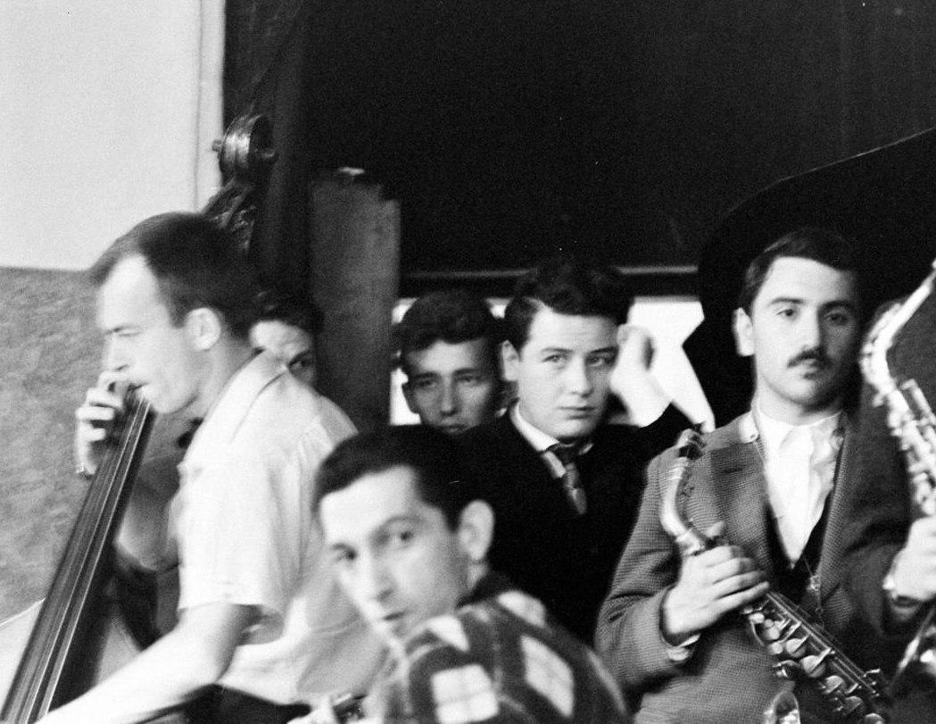Джем в Ленинграде. С контрабасом Билл Кроу, сидит гитарист Тёрк Ван Лэйк, крайний справа Геннадий Гольштейн (фото: Stan Wayman / Life Magazine © Time Inc.)