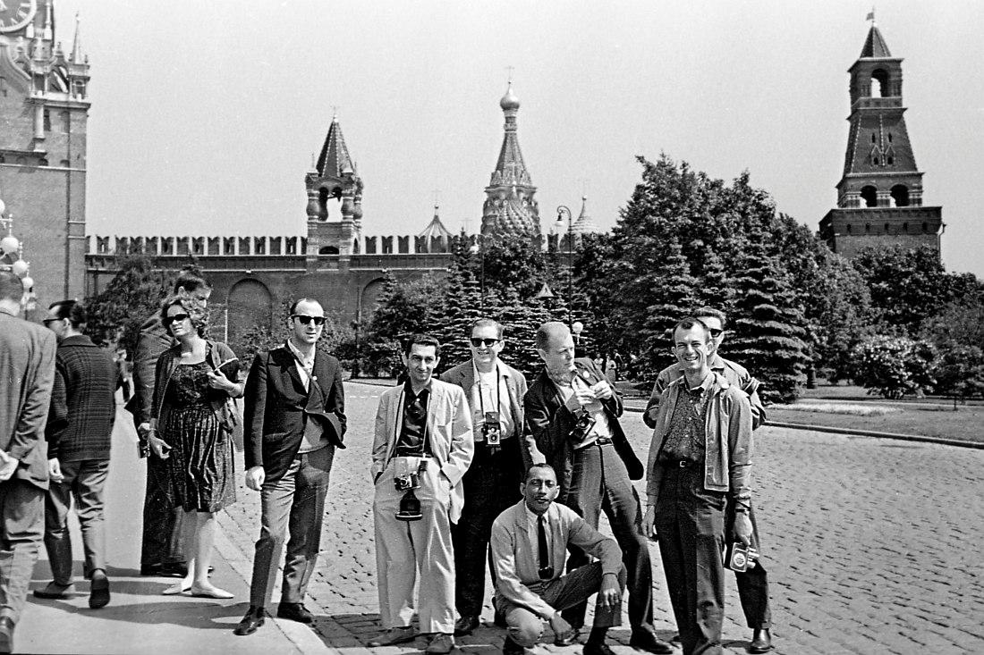 Участники оркестра на экскурсии в Кремле