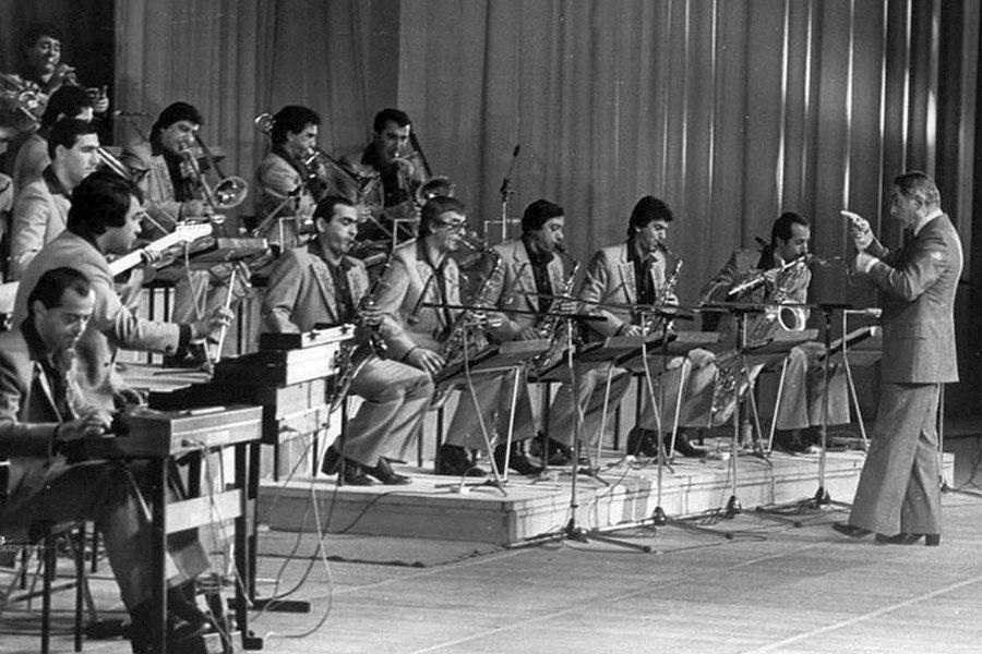 Оркестр в 1970-е гг., дирижирует Константин Орбелян