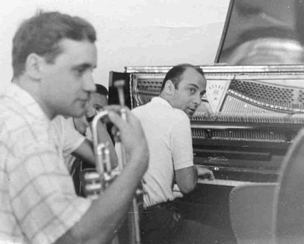 Джем-сешн в Ленинграде. Слева трубач Константин Носов, за пианино Виктор Фелдман (фото из личного архива Билла Кроу)