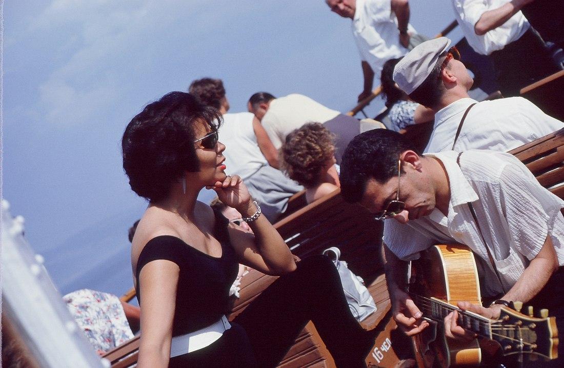 Сочи, морская прогулка. Джойя Шеррилл и гитарист Тёрк Ван Лэйк.
